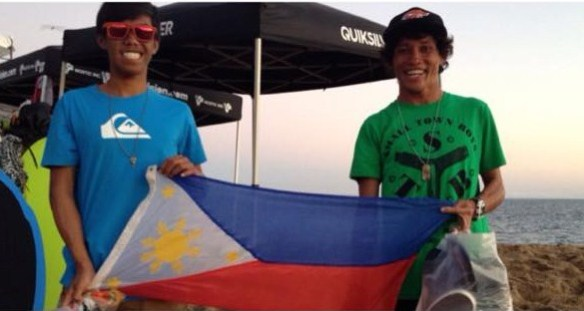 "Arjun Jimenez (left) and Roderick ""Manoy"" Bazar hold the Philippine flag at the skimboarding champiopnships in Newport Beach, California. (Photo by Ver Torre)"