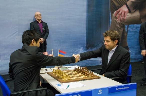 Wesley So shakes hand with Levon Aronian
